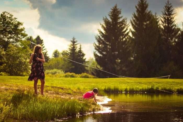 explorer chick girl playing fishing